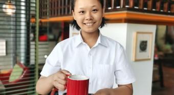 """暖!郑州这家餐厅上演""""默剧"""",超半数员工是聋哑人"""